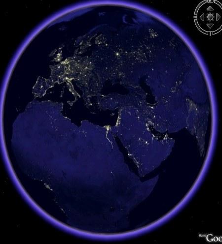 Europa bei Nacht - die Lichtpunkte stellt die Lichtintensität der jeweiligen Städte aus dem Weltraum betrachtet dar
