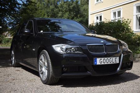 Google Autos - BMW mit Google Nummernschild