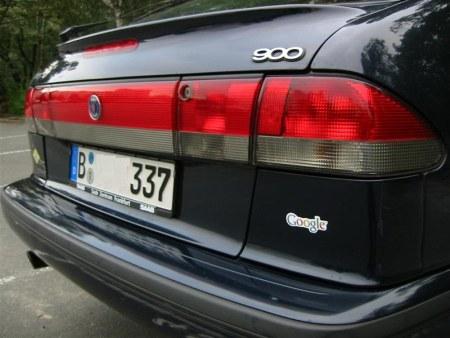 Saab 900 mit Google Logo