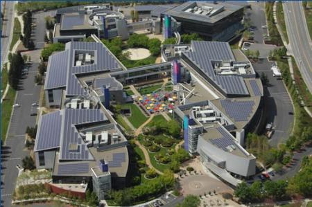 Googleplex mit Solaranlage auf den Dächern