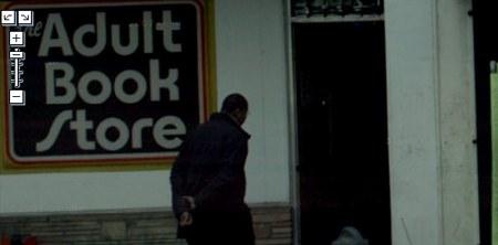 Street View nimmt auch auf, wenn man sich unbeobachtet dem Sex Shop nähert